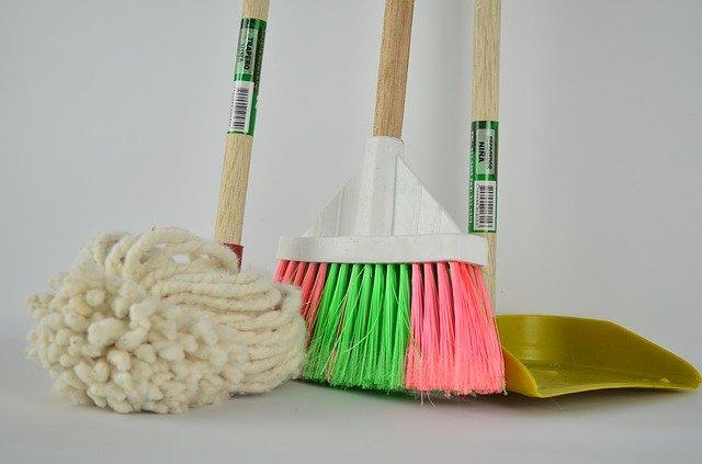 sprzątanie wewnątrz budynku
